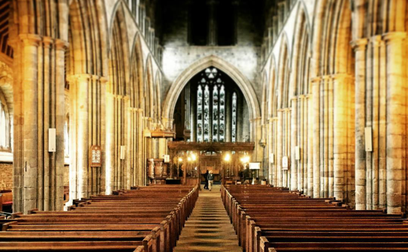 Dunblane Cathedral interior.png